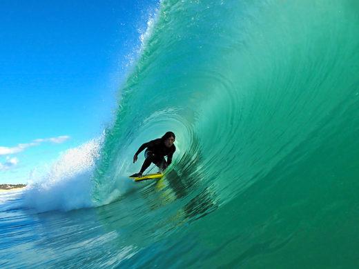 Dropknee Surfing Perfection
